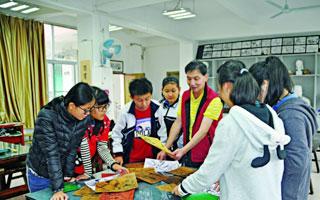 罗湖名师翁宏国:美术老师教写字 教出不一样的花样