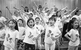 调皮男孩有了练习动力 留唱团排练渐入佳境