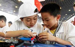 深圳教育新动向:今年兴起机器人夏令营