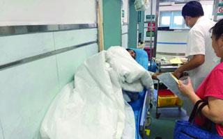 疑食物中毒 一工地22人就医 有人被诊断为消化道出血