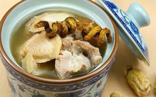 秋季多发胃肠道疾病 调理肠胃可喝石斛瘦肉汤