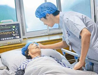 女护士扎堆生二孩 医院欲扩招男护士