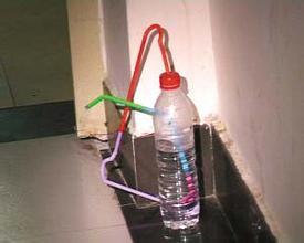 用矿泉水瓶和吸管吸毒 两名男子被宝安警方拘留