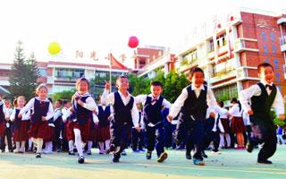"""南山区阳光小学:一所有书声歌声呐喊声的""""阳光校园"""""""