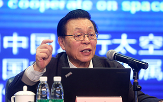 阿波罗登月是骗局?中国火星探测分几步走?中科院院士欧阳自远都做了回应。