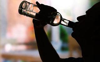 还在劝人多喝一杯?深圳男子聚餐后醉酒身亡,敬酒劝酒的都要赔!