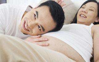 广东两会:鼓励育龄妇女早生育多生育