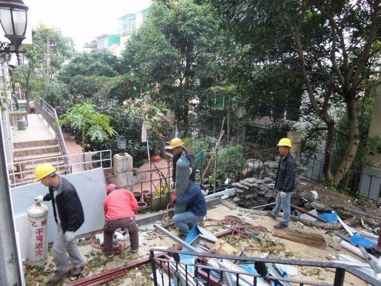 """月亮湾山庄花园内所有""""房中房""""的拆除工作已经完成"""