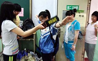 今年高考中考,惠州试卷押运车实时电子监控实行全覆盖,金属探测仪鞋里腰间全都要查