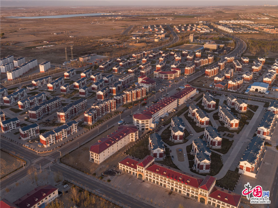 """库布其沙漠是世界荒漠化治理的典范,也是沙漠地区的""""绿色脱贫样本""""。乔治· 斯坦梅茨 摄"""
