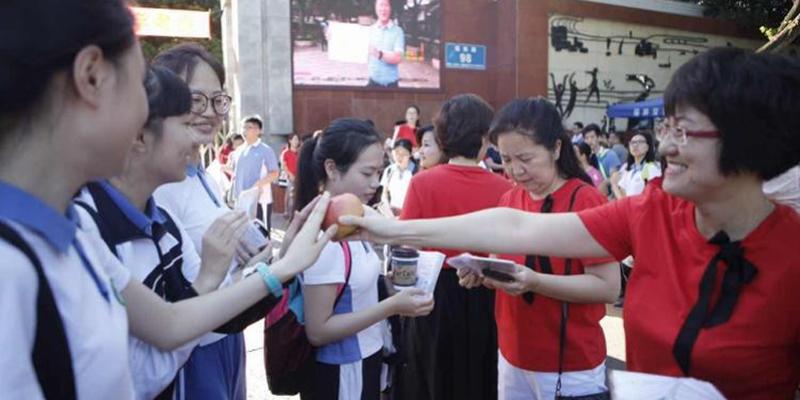 直播深圳高考首日| 4.3万考生今日奔赴考场,加油吧少年!