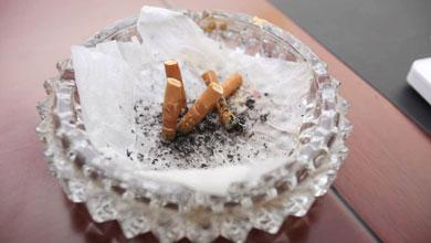 个人办公室内吸烟被罚50元 网友起争议