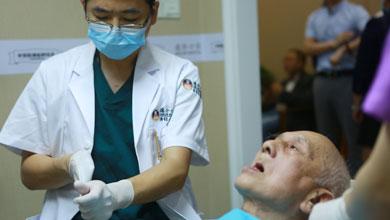 87岁老人义捐3000多万,不舍得给自己种一口好牙