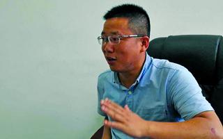 湘西滑坡 镇党委书记抬出受伤大学生