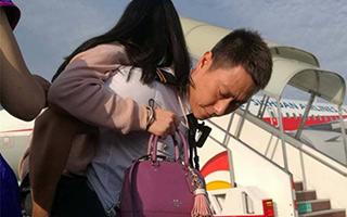 首个抗震救灾加班航班带回127名旅客