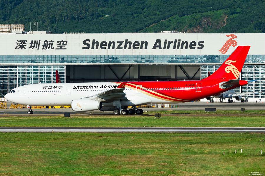 据了解,该架飞机将于10月1日首航深圳—成都和深圳—北京,目前首航