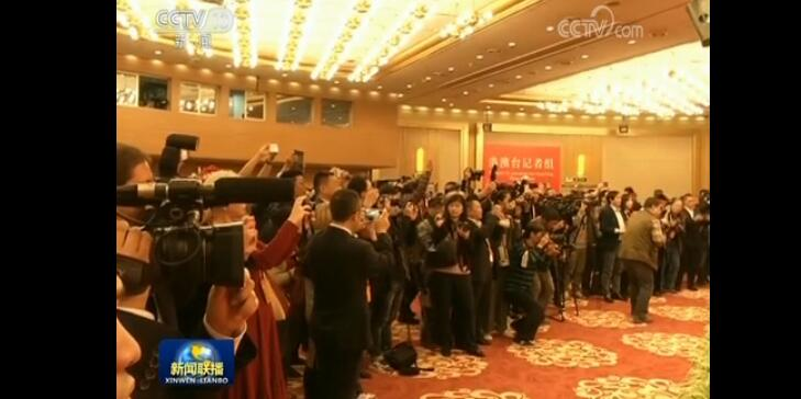 十九大新闻中心举行酒会欢迎中外记者