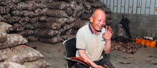 """马大爷又带32吨土豆来深:""""一为回馈爱心二为老家农民探路"""""""