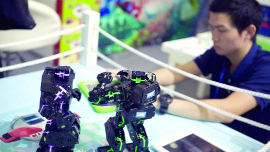 明星机器人扎堆高交会