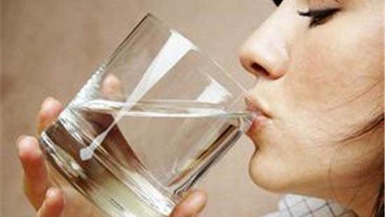清晨第一杯别喝四种水 早起喝水学问多