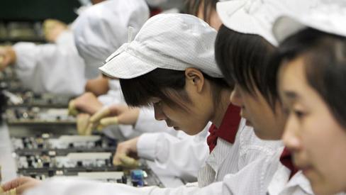 苹果承认富士康用学生组装iPhoneX 同时非法加班