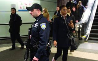 曼哈顿爆炸4人伤 一男子被捕