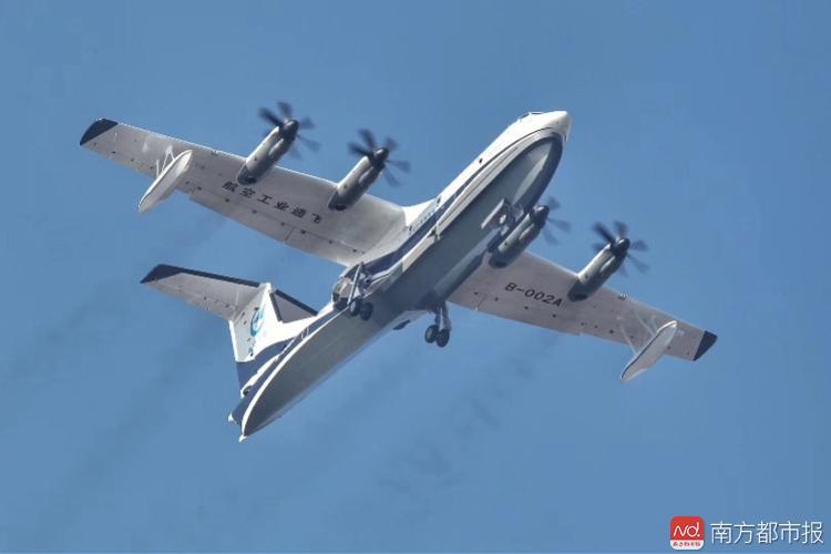 """至此中国大飞机家族""""三兄弟""""先后飞上蓝天."""