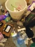 请家政工上门大扫除 10多双名牌鞋被扔?