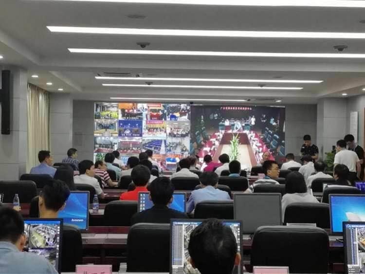 直击深圳高考首日:别作弊!考场监控盯着呢