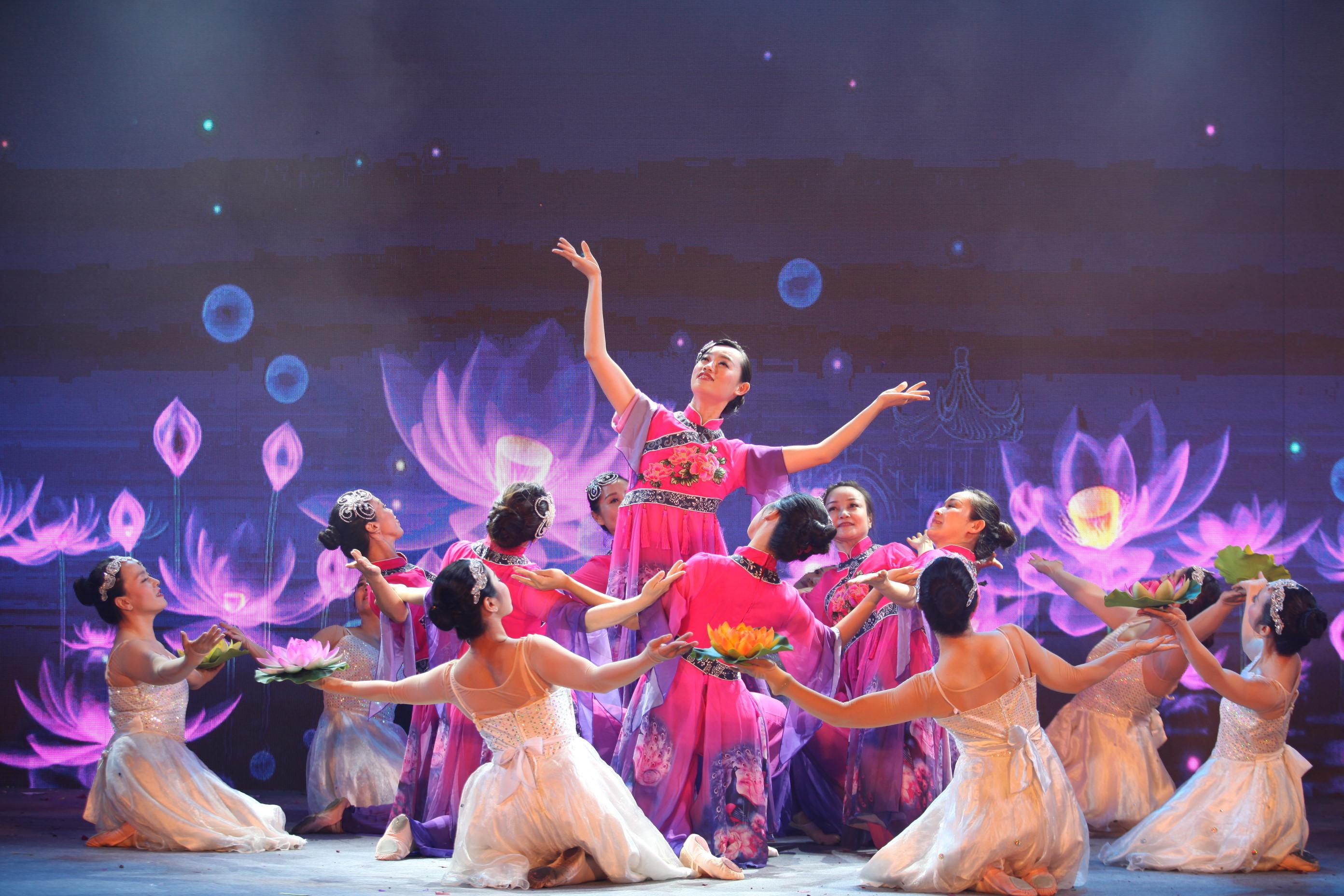 深圳建筑工人登台秀才艺  安全生产月歌舞嗨起来