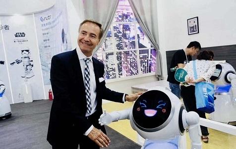 """[智感机器人]独角兽优必选制胜秘诀:让机器人""""走""""进千家万户"""