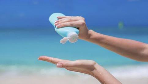 防水防晒霜并非绝对防水 避免过度依赖