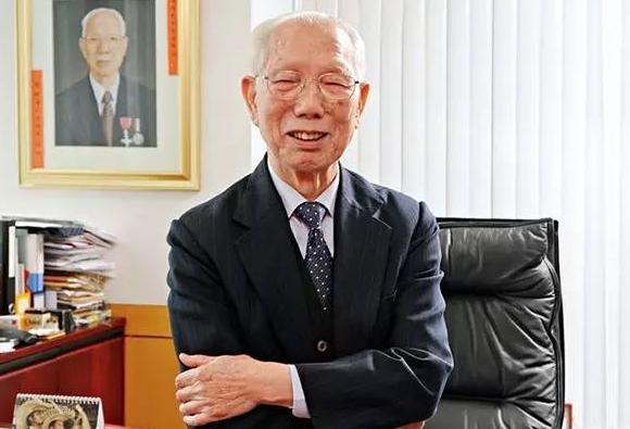 """""""中国百校之父""""慈善家田家炳辞世 曾捐建300多个教育机构"""