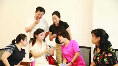 """深圳的班主任老师怎么过暑假?他们都在忙""""充电"""""""