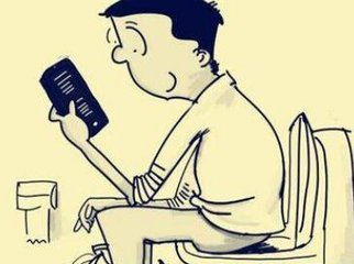 长期如厕玩手机的注意了 小心痔疮盯上你!