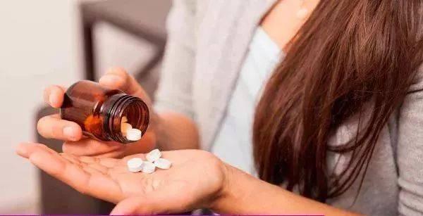 18岁少女吃完几片感冒药肝中毒丧命!这些药你家有吗?