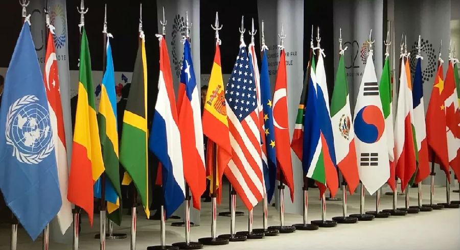 外国国旗_联合国旗和与会各国的国旗摆放在g20主会场迎宾处.
