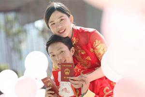 深圳最美婚姻登记处集体婚礼晒甜蜜:十年后我娶到了高中前桌的她