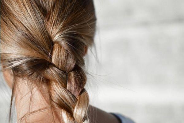 冬天头发最易受伤,夜间做5件事能养头发
