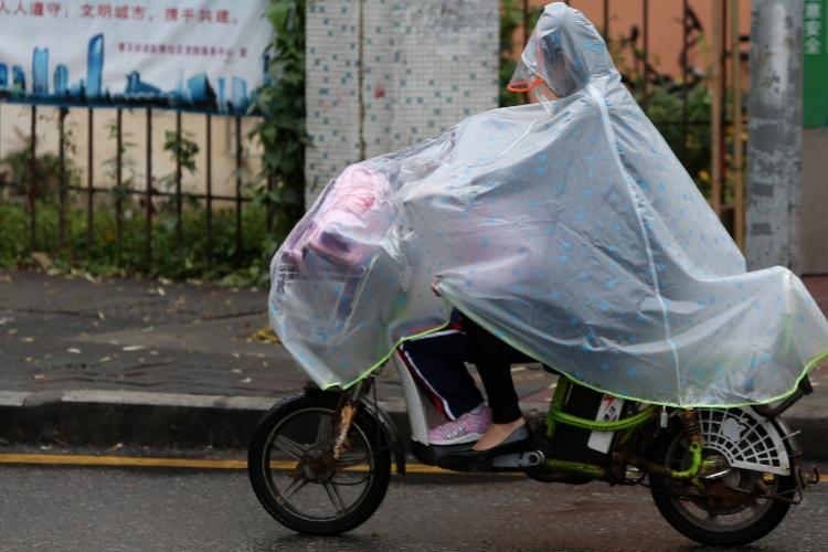 深圳惊蛰现初雷,短时强降雨和雷暴将持续至周日