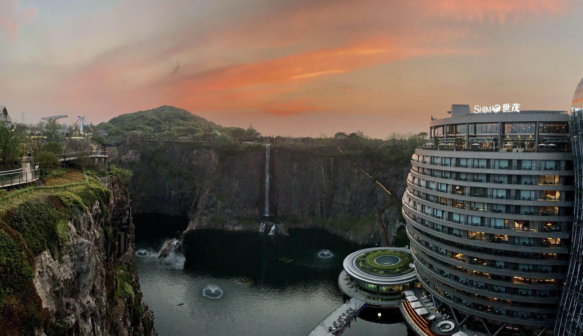住在云里?在坑里建完世界最低酒店,这开发商又要建世界最高酒店