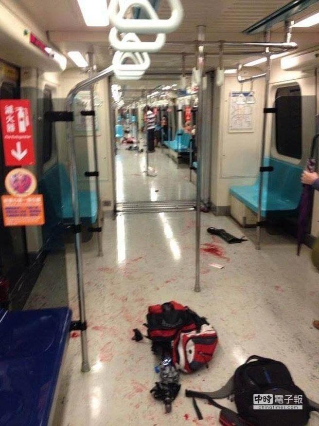 台北地铁一男子持刀砍人 16人受伤3人死亡