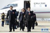 3月1日,来自广西壮族自治区的全国政协委员抵达北京,出席全国政协十二届四次会议。 新华社记者谢环驰摄