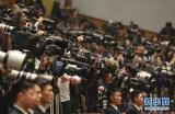 3月3日,中国人民政治协商会议第十二届全国委员会第四次会议在北京人民大会堂开幕。这是媒体记者在会场采访拍摄。 新华社记者丁林摄
