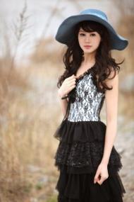 北大最美女老师 身材高挑成时尚圈新宠