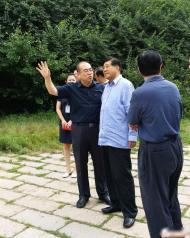 原中央政治局常委贾庆林现身秦皇岛长寿山