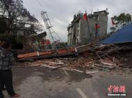 尼泊尔发生8.1级地震 房屋损毁严重 总理府围墙倒塌