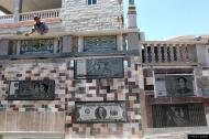 泉州任性土豪打造钱币围墙 称觉得钱币图好看