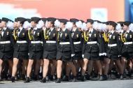 红场阅兵回放:中国仪仗队俄女兵方阵亮眼